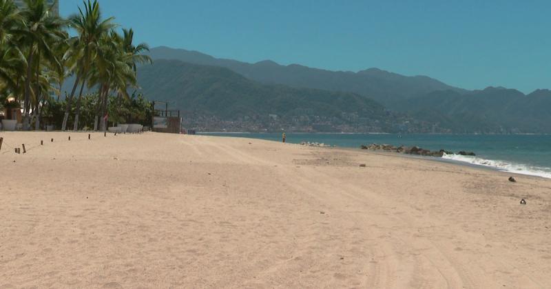 Playa de Oro en Puerto Vallarta sin turistas
