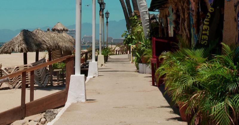 Playa Los Muertos en Puerto Vallarta sin gente