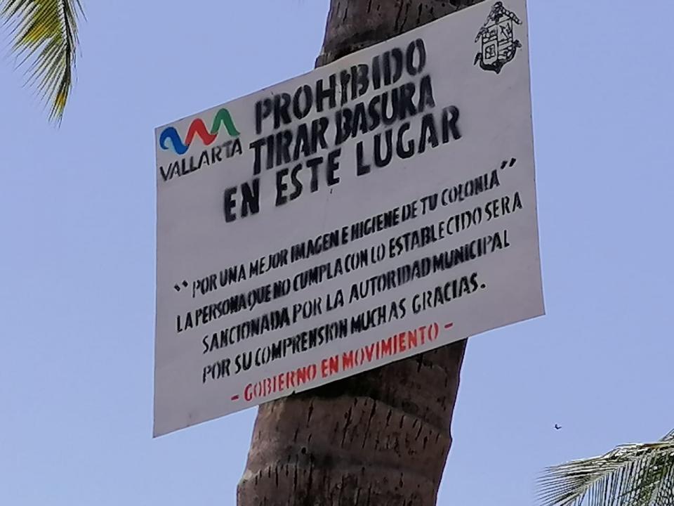Letrero prohibido tirar basura