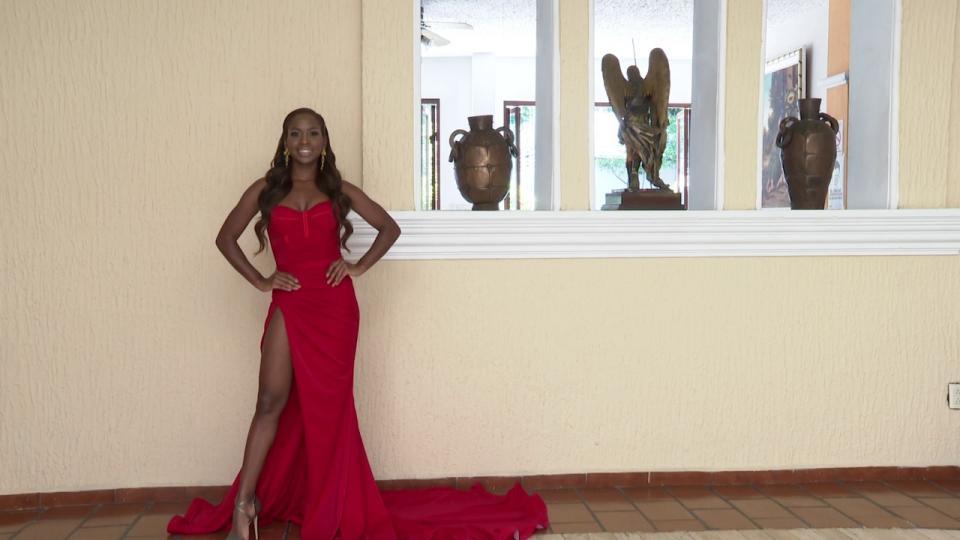 Blessing Chukwu, Miss Nayarit portando un vestido rojo
