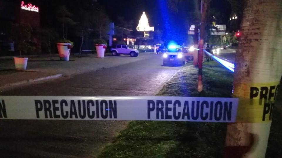 Oficiales en el lugar donde asesinaro a exgobernador de Jalisco, Aaristóteles Sandoval