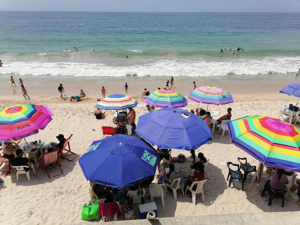 Turistas en playas de Puerto Vallarta